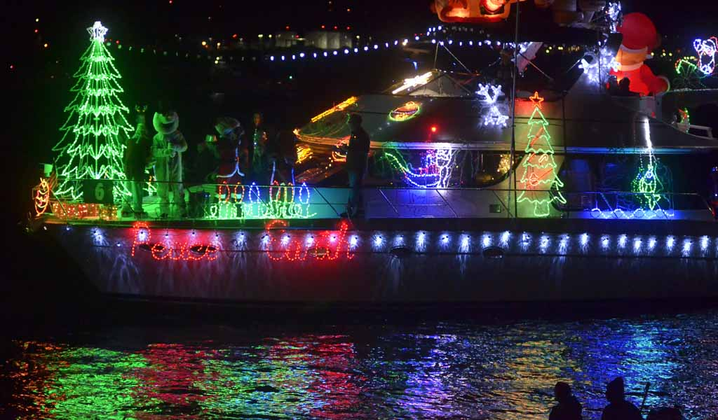 San Diego Bay Parade Of Lights Enchanting Boat Parade Eiffel Towers Light Up San Diego Bay Times Of San Diego