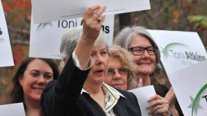 Former state Sen. Christine  holds sign endorsing Assembly Speaker Toni Atkins for state Senate. Photo by Chris Stone