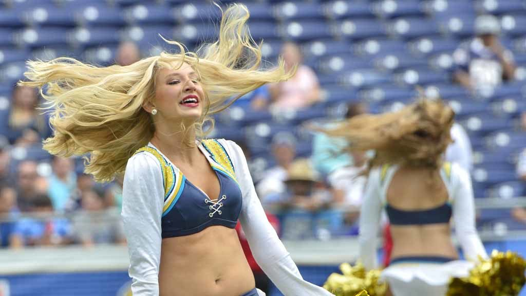 Pok 233 Mon Go Chargers Gotta Watch Em All At Fanfest
