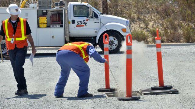 SDG&E employees demonstrate gas leak procedure