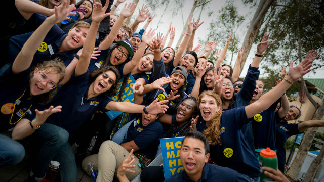 UC San Diego students gather for a photo prior to the start of the fall quarter. UCSD photo by Erik Jepsen