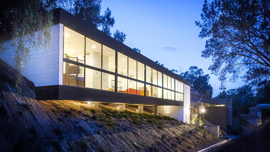 Mad for modern homes futuristic tour offers peeks times for Modern homes san diego
