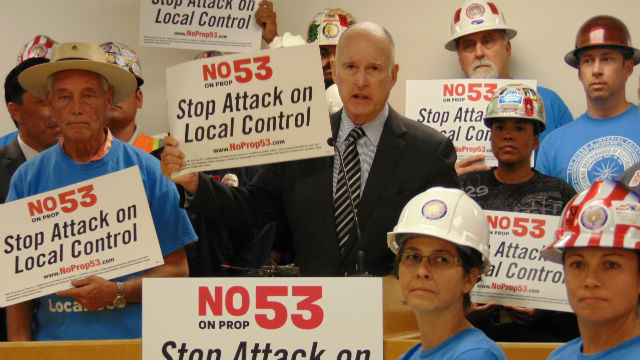 Gov. Jerry Brown campaigns against Proposition 53 at the International Brotherhood of Electrical Workers Local 569 in Keany Mesa. Photo by Chris Jennewein