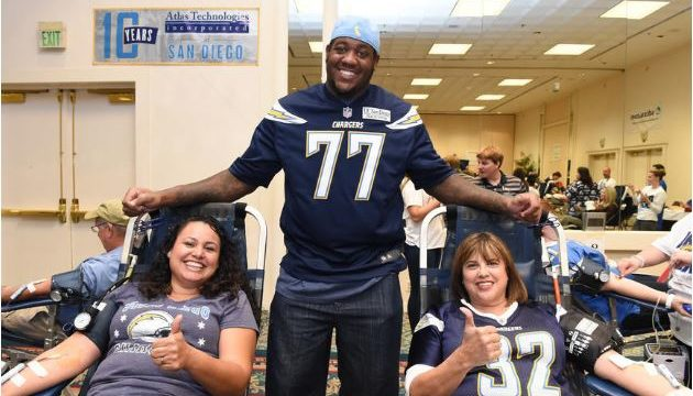 Chargers Offensive Tackle King Dunlap at a blood drive. Courtesy San Diego Chargers