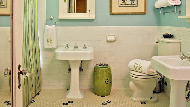 Bathroom Rental: Dona Rosene Interiors, original photo on Houzz