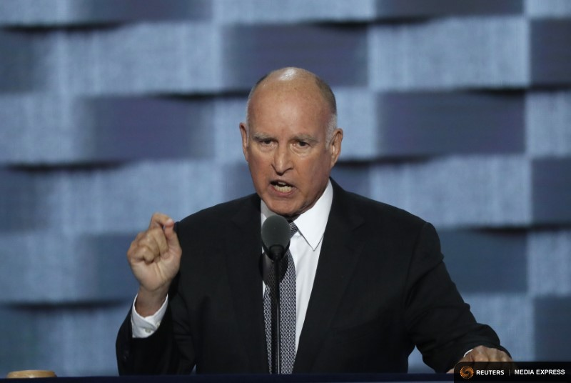 Trump slams California Gov. Brown for sending 'do-nothing' National Guard to border