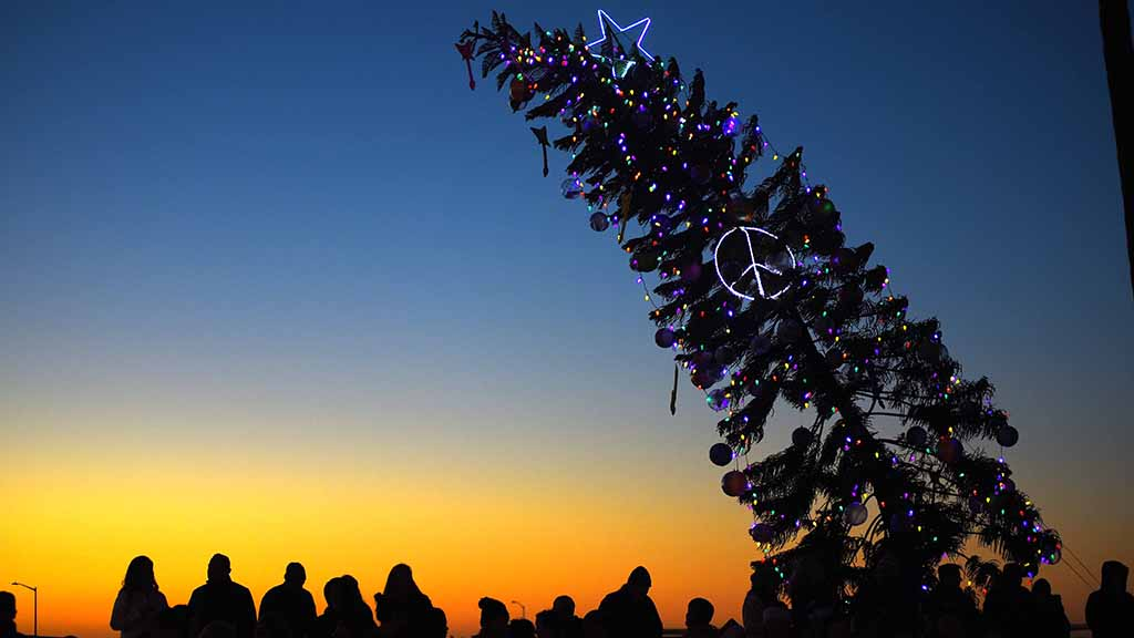 Gas Prices In California >> Obecians Stick Up for Left-Leaning Yule Tree: 'Let It Be ...