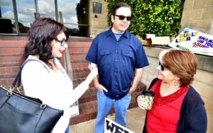 Sandy Naranjo visits with retired UFCW Local 135 worker Debbie Principe next to Brent Beltrán.