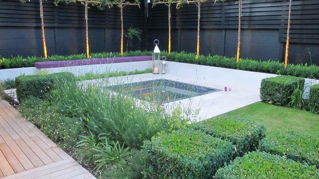 Photo by Charlotte Rowe Garden Design, original photo on Houzz