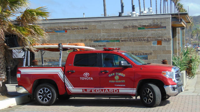 lifeguards rescue 153 as crowds descend on san diego beaches times of san diego. Black Bedroom Furniture Sets. Home Design Ideas