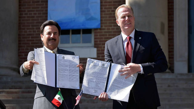 San Diego Mayor Kevin Faulconer (right) and Tijuana Mayor Juan Manuel Gastélum hjold the signed agreement outside the Casa de la Cultura in Tijuana. Courtesy mayor's office