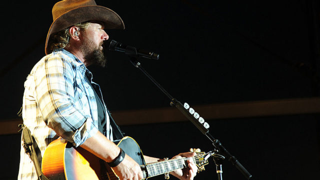 Toby Keith. Photo: U.S. Army (TobySingsPlays 415) [CC BY 2.0 (http://creativecommons.org/licenses/by/2.0)], via Wikimedia Commons