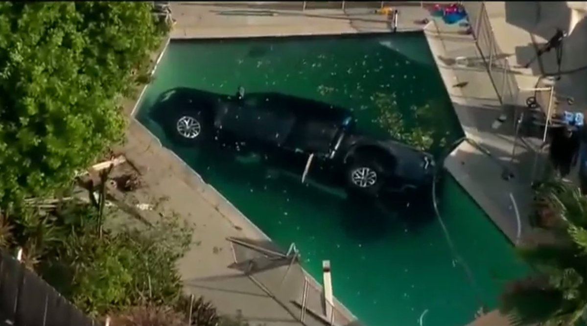 Woman plunges pickup into swimming pool good samaritan for Allied gardens swimming pool