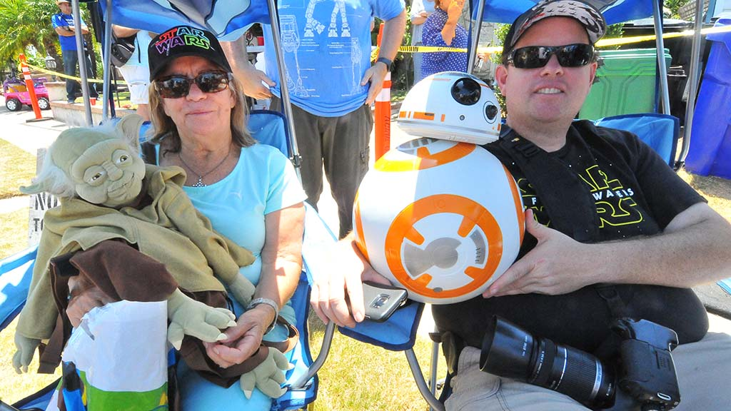 Hope and Matthew Hunter of Chula Vista waited for three hours on Castleton Drive to see Mark Hamill.