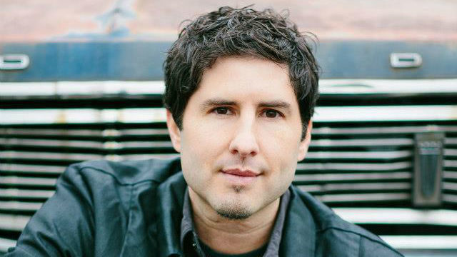 Matt de la Peña. Photo by Heather Waraksa from the author's Facebook page