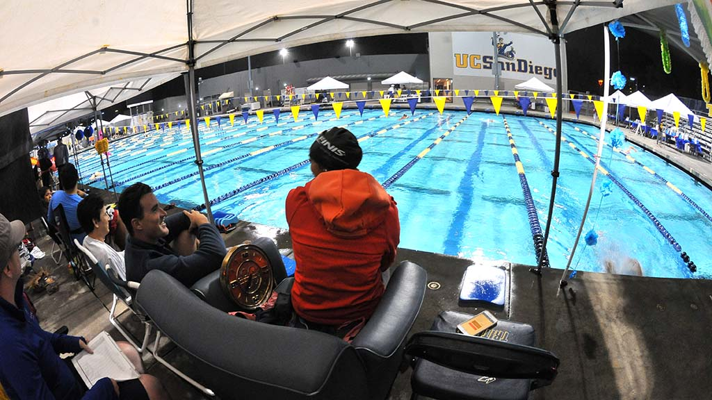 Under bright lights, teams with names like Puddle Pirates and Chlorine Daydreams took their laps.