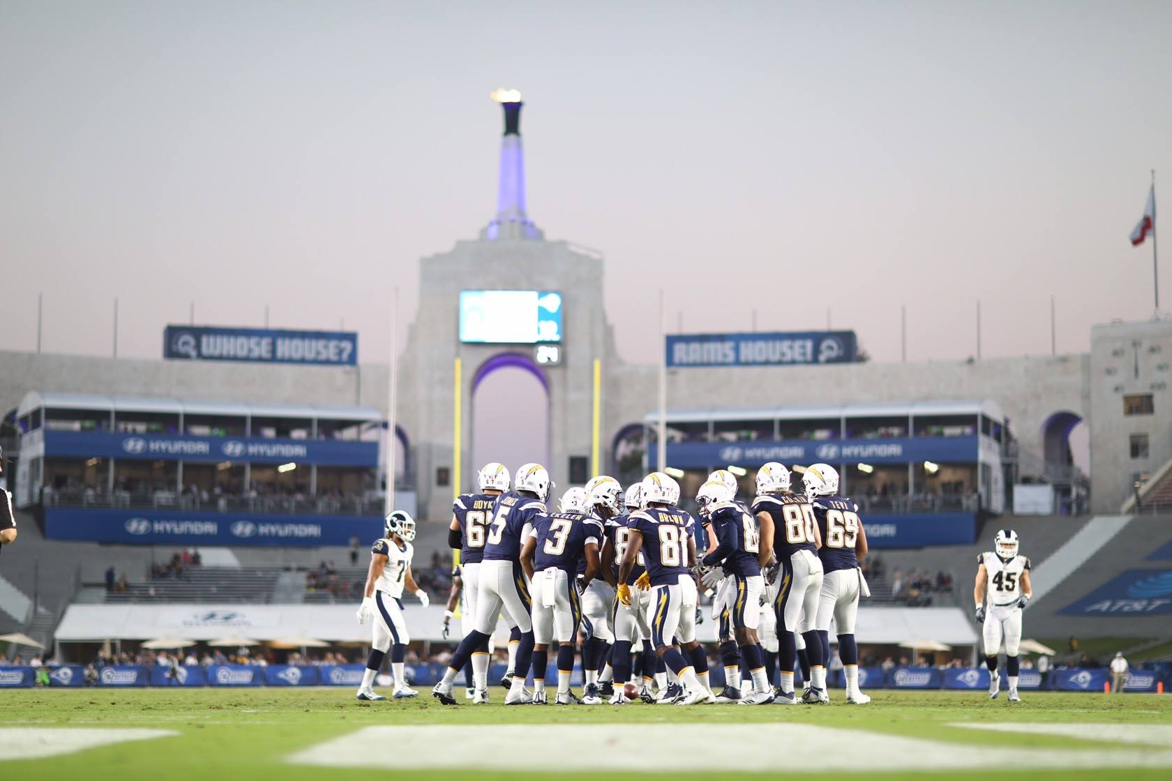 Chargers Defeat Rams In Preseason Fight For La To Avoid