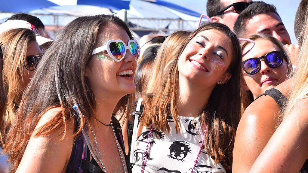 Young women listen to Smash Mouth at KAABOO Del Mar.