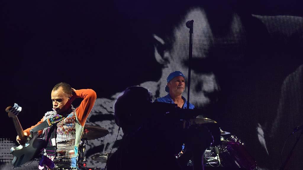 Bass player Michael Balzari and drummer Chad Smith play.