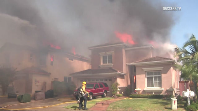 Homes burn in Anaheim Hills