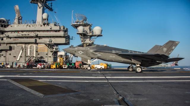 F-35C Lightning II lands aboard the USS Carl Vinson