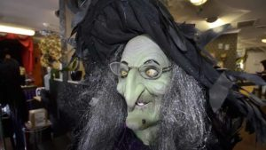 For five years, an interactive witch personally greets clients of Pizazz Hair and Nail Salon at Halloween.