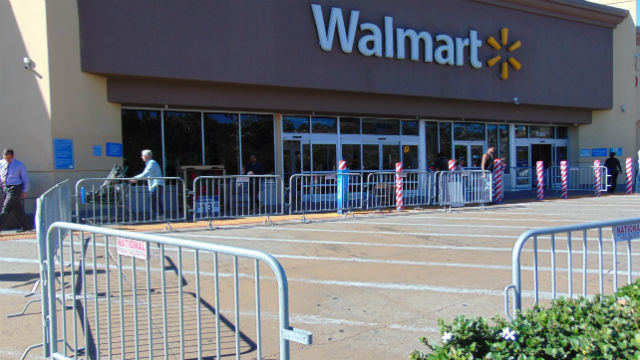 Fences outside Walmart to hold Black Friday shoppers
