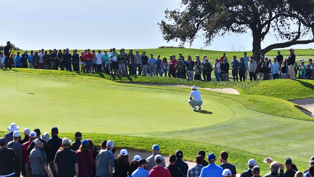 Large groups of spectators followed Tiger Woods throughout the golf tournament.