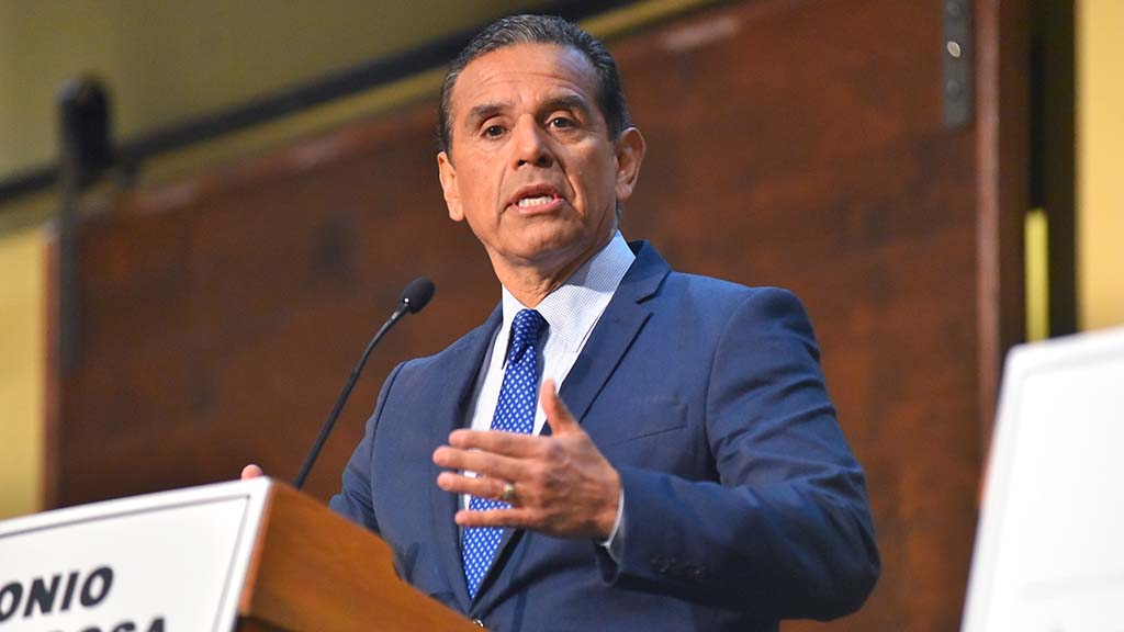 Democratic gubernatorial candidate Antonio Villaraigosa gives his opening statement.