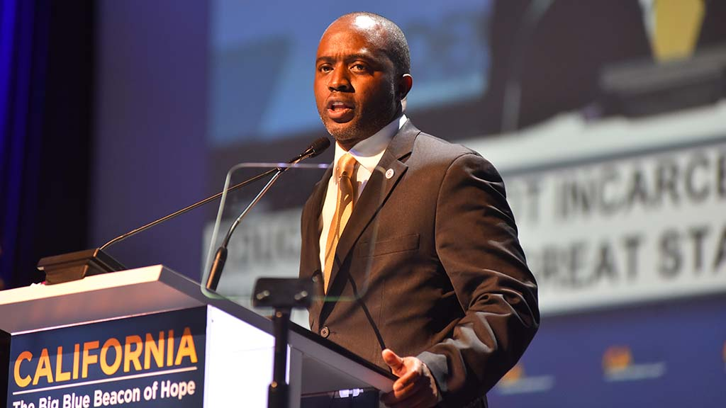 Tony Thurmond, candidate for superintendent of public instruction, addresses delegates.