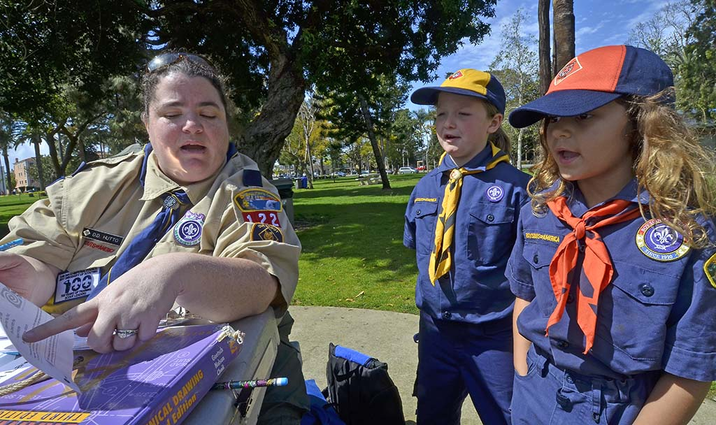 Laura Hutto (left) and Evangelina Rodgers read aloud the Scout outdoor code.