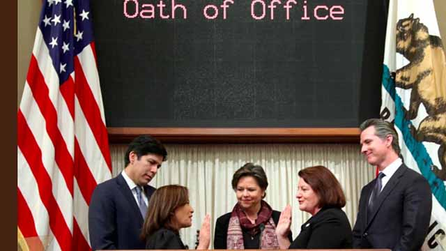 California Chief Justice Tani Cantil-Sakauye swears in Sen. Toni Atkins with her spouse Jennifer LeSar, outgoing Senate Pro Team Kevin de León (left) and Lt. Gov. Gavin Newsom looking on.