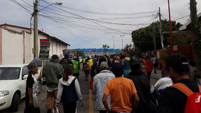 Caravan migrants approach the wall