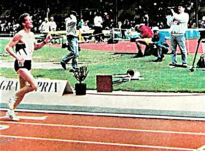 Steve Scott set an American mile record in the 40-44 age group  in May 1996.