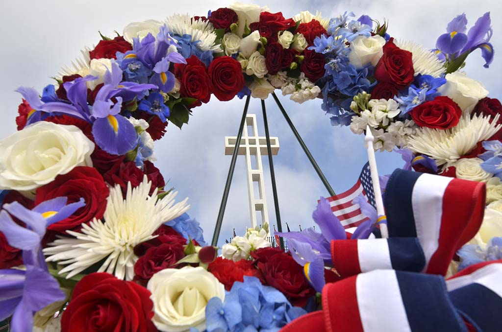 A wreath was laid on the steps of the Mt. Soledad National Veterans Memorial in a holiday ceremony.