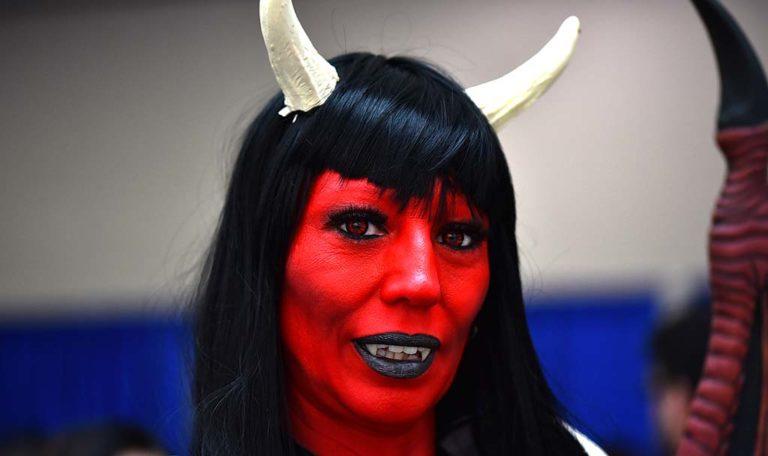 Stephara Greenhagen is Purgatori at Comic-Con.