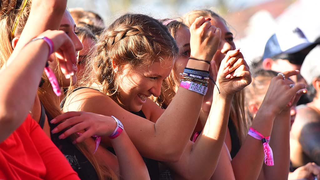 Youngsters groove to rap at KAABOO Del Mar.