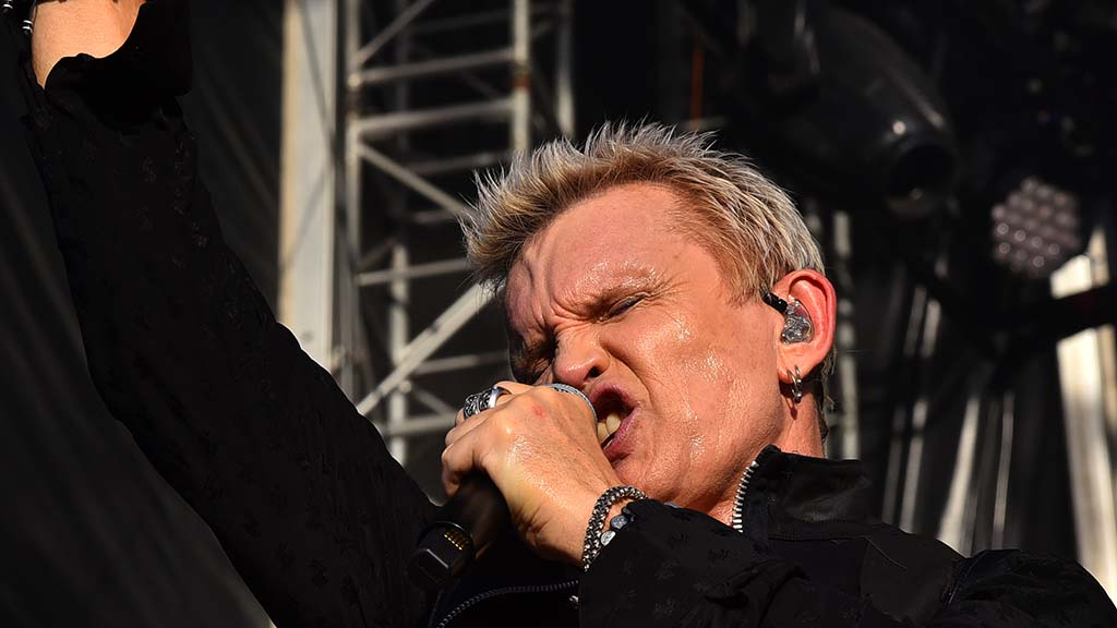 Billy Idol performs to a thunderous crowd at KAABOO Del Mar.