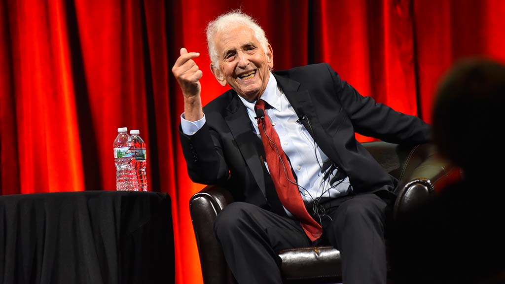 Daniel Ellsberg notes that officials including the Los Angeles City Council back efforts to avert nuclear war.