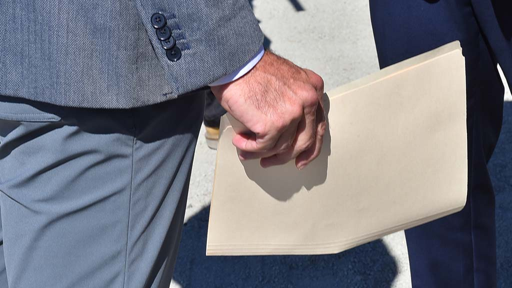 Rep. Hunter carries folder to press conference but didn't distribute copies