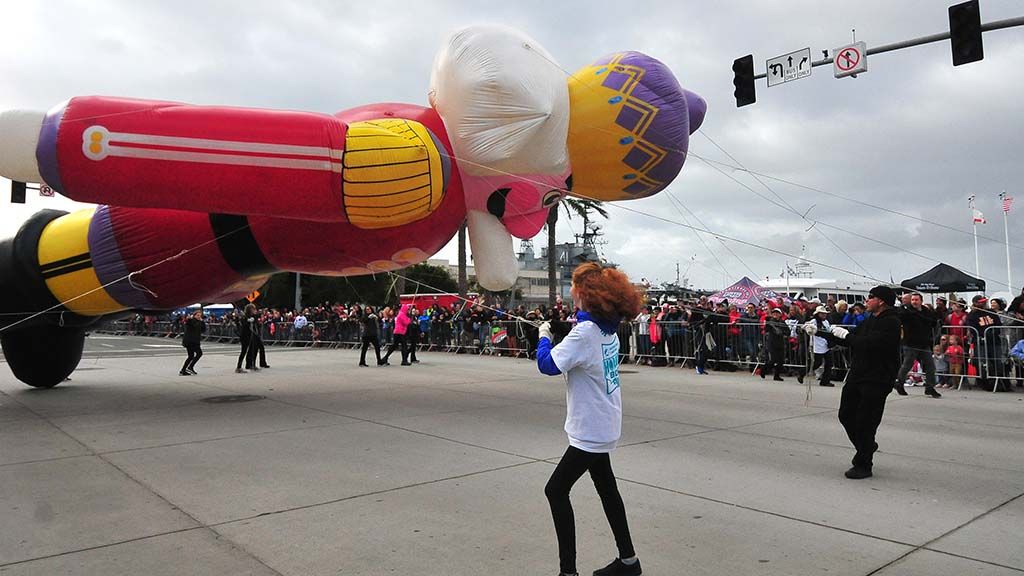 Nicholas the Nutcracker stays low along the route amid buffeting winds.