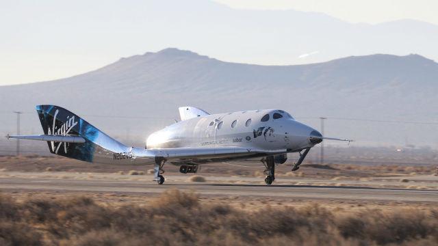 SpaceShipTwo lands