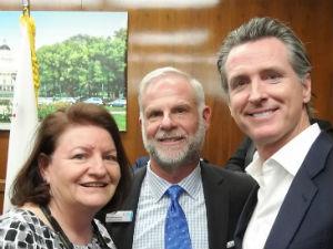 Jewish Family Service CEO Michael Hopkins with Toni Atkins and Gavin Newsom