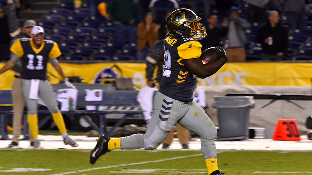 Fleet wide receiver Ja'Quan Gardner makes a 83-yard run for a touchdown, setting a record for the league.