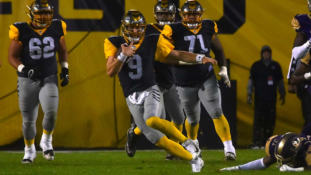 San Diego Fleet quarterback Philip Nelson, No. 9, gains yardage after a busted play.