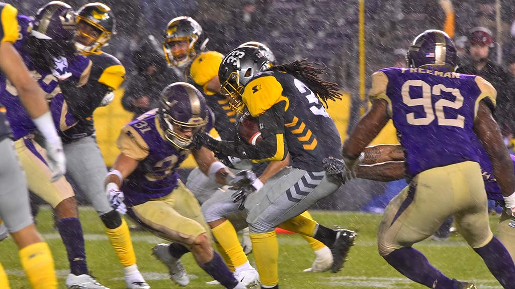San Diego Fleet cornerback Ron Brooks sprints in the rain during the second half of the game.