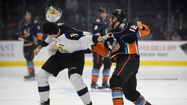 Corey Tropp fights Mason Geertsen