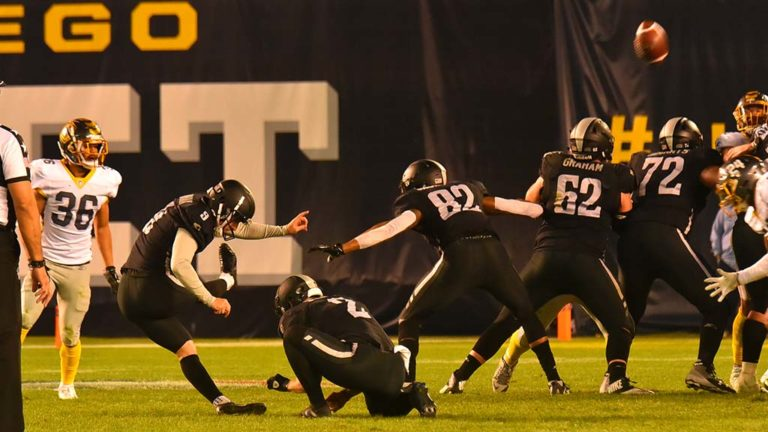 Nick Novak kicks 44-yard game-winning field goal for Birmingham as time expires at SDCCU Stadium.