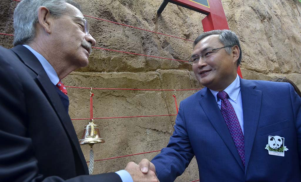 Douglas Myers, (left) President/CEO, San Diego Zoo Global, shakes hands with Chinese Consul General Zhang Ping at the Giant Panda Friendship Wall.