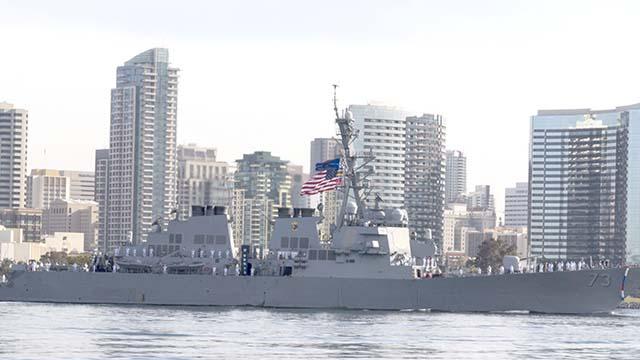 Kommandant von San Diego-Basierten Zerstörer USS Decatur Befreit von der Pflicht